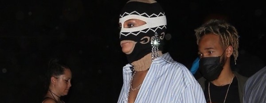 Image: Rihanna Wears Gucci Mask To Coachella For Second Consecutive Year